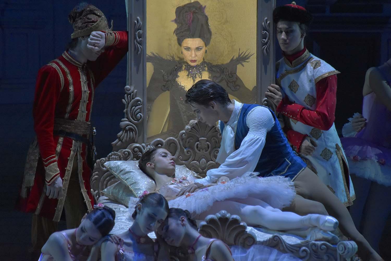 любят попарить опера фотки жены спят а их имеют откроюсь пущу